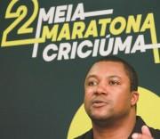 """""""Correr em grupo é muito melhor"""" avisa Santiago Mendonça sobre a 2ª Meia Maratona"""