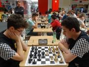 Campeonato de xadrez reúne crianças e adultos