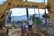 Município inicia pavimentação de via em Mina Fluorita