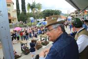 Governador Eduardo Pinho Moreira participa de desfile na Festa do Produto Colonial