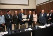 Eduardo Pinho Moreira recebe homenagem da Associação Catarinense de Rádio e Televisão e alerta sobre números do Estado