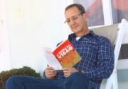 Escritor da região lança livro com foco no autoconhecimento