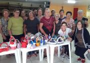 Grupo de Idosos confecciona cestas para crianças da APAE
