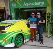 Vencedor da Fórmula Água da Serra acompanha corrida em Interlagos