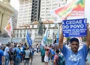 Funcionários protestam contra privatização da Cedae