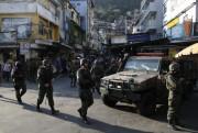 Forças Armadas começam a deixar a Favela da Rocinha no Rio