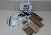 Porções de maconha, cocaína e revólver são apreendidos