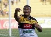 Criciúma encaminha acerto com o atacante Zé Carlos