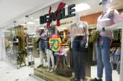 Loja Beagle reabre ampliada no Shopping Della