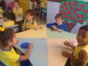 Alunos do Cei Silvia Vieira Teixeira aprendem sobre alimentação saudável