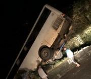 Sem freio, ônibus fica pendurado na Serra do Rio dos Rastro