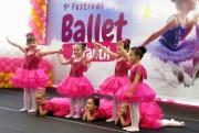 Graça e beleza dominam o palco no Festival de Ballet Infantil