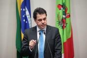 Rodrigo Minotto faz discurso sobre violência nas escolas