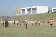 Jogadores do Criciúma participam de treino tático no CT