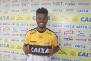 Criciúma apresenta oficialmente o meia Erick Flores