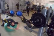 Treino de core e de força na academia do Criciúma