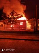 Incêndio deixa residência totalmente destruída na Zona Sul de Balneário Rincão