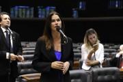 Deputada Angela Albino protocola decreto legislativo