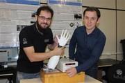 Faculdade Satc cria aplicativo para movimentar prótese de mão
