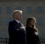 Trump faz minuto de silêncio por vítimas do 11/9 e lança alerta