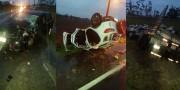 Acidente na SC-445 com três veículos tem colisão e capotagem em Vila Nova