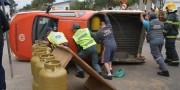 Colisão provoca capotagem de caminhonete na Avenida Procópio Lima