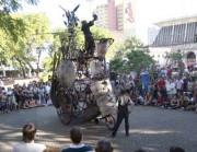 """Espetáculo """"Automakina Universo Deslizante"""" abre I Festival Nacional de Teatro Revirado"""
