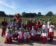 Fundai e alunos de Içara reflorestam área no bairro Liri