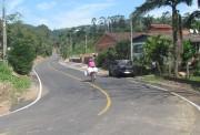 Prefeitura de Jacinto Machado e empresa pavimentam rua