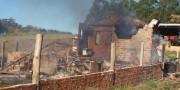 Incêndio deixa casa destruída na localidade de Urussanga Velha II