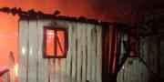 Residência não habitada é destruída por incêndio no Bairro Raichaski