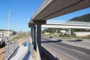 Última passarela em construção na BR-101 recebe guarda-corpos