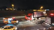 Condutor de carreta passa mal e causa acidente na BR-101