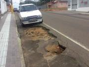 Comerciantes reclamam de buraco no Centro de Içara
