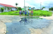 Esgoto vaza e moradores de Içara ficam revoltados