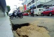 Chuva provoca erosão e buraco na Rua Anita Garibaldi