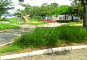 A praça Maria Adélia em Içara continua abandonada