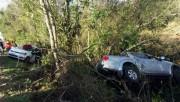 Veículos caem na vegetação lindeira da BR-101 em Poço Oito