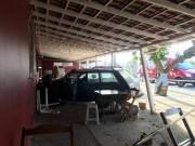 Veículo de Içara invade restaurante após colisão com caminhão em Jaguaruna
