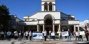 Comerciantes e comerciários protestam após prolongamento de quarentena