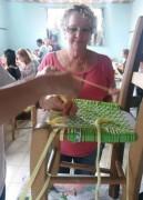 Clubes de Mães da Afasc reformam cadeiras inutilizadas