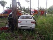 Motorista colide em árvore no Bairro Pedreiras em Balneário Rincão