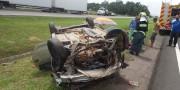 Motorista perde controle e veículo tomba na BR-101 em Vila Esperança