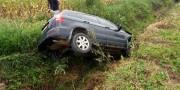 Motorista perde direção e veículo tomba no Bairro Vila Esperança em Içara