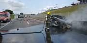 Veiculo pega fogo após colisão na BR-101 no Bairro Esplanada em Içara