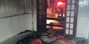 Bombeiros controlam incêndio em residência em Nossa Senhora de Fátima