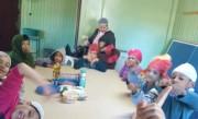 Produção de cupcakes garante alegria das crianças