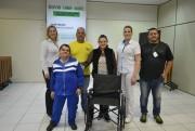 SESI doa cadeira de rodas à Apae de Cocal do Sul