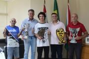 Prefeito Dimas recebe o Campeão Sul-brasileiro de Motocross
