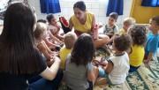 Atividades sensoriais exploram o sentido das crianças na Colônia de Férias